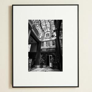 「詩人の午後。ホテルショパン、パリ 9区。Hotel Chopin/passage Jouffroy」 プレミアムプリント (A4 額装)