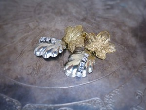 vintage pierced earrings shmn lf <PE-shmnl>