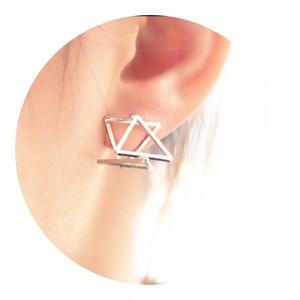 立体 三角形ピアス ゴールド