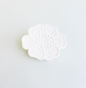 Lace Brooch   #LCB021−WT