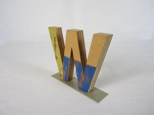 切り文字 W (木のパッチワーク)