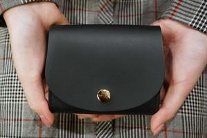 身軽にキメたい時のコンパクト財布|ぷっくり型マットブラック(本革製)