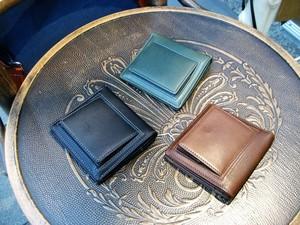 【日本製】 小型軽量・薄型牛革製(3color)ボックス型小銭入付・二つ折り財布 rn-23