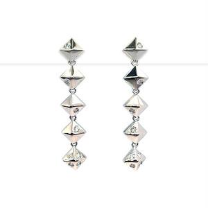 0.16ctダイヤ 四角錐デザイン 直結ピアス