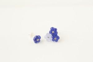 三つ花ピアス アシメントリー ブルー(シルバー)