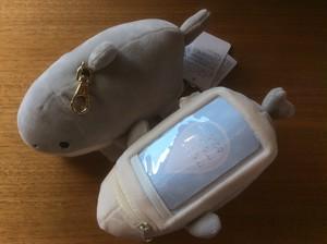 ふわふわサメパスケース
