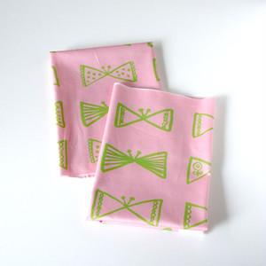 【カットクロス】 さんかくちょうちょ (pink-green) オーガニックコットン サテン生地 (70×50cm)