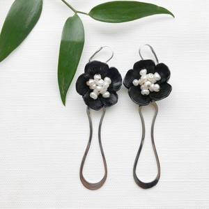 Black flower pierce / earring
