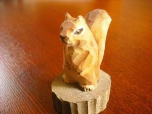 木彫りのリスの鉛筆削り