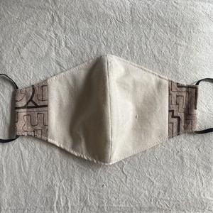 泥染めマスク54 白模様M12cm シピボ族の工芸布 アマゾンの草木染め