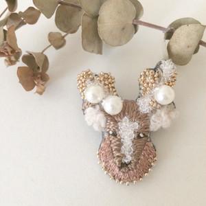 【受注生産】《プチサイズ》鹿 パールgold 刺繍ブローチ