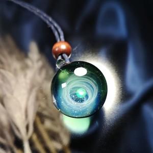 きらめくガラスの宇宙ペンダント/【訳あり品】20210427