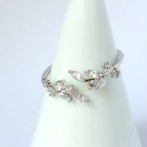 【 UNSEABLE 】CZ Ring leaf  Silver