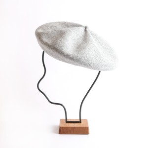 mature ha./beret top gather big light grey