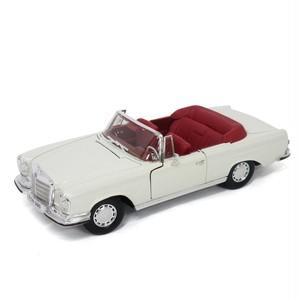 Maisto ミニカー 1:18 1967 メルセデスベンツ 280 SE No.200-088