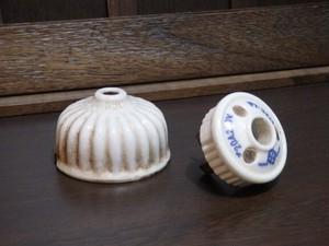 魅惑の古道具 陶器製 電傘 刻印染付アダプター 菊型フランジカバー 2点セット ローゼット 照明器具