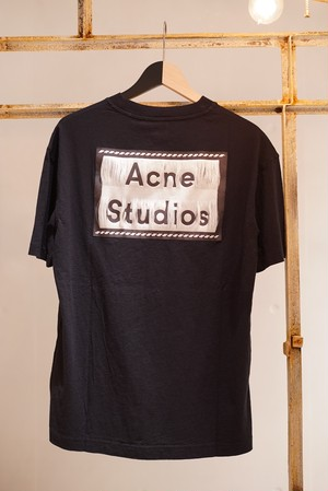 Acne Studios / REVERSE LABEL T-SHIRTS (BLACK)