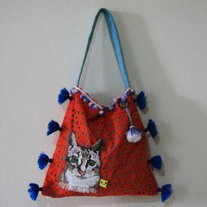 手縫いステッチの猫ポケット付、肩下げかばん