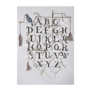 ダウンロード図案 「鳥のいるアルファベットサンプラー」