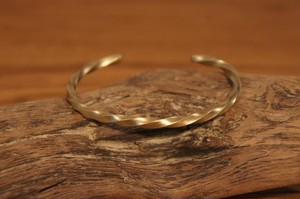 twist brass bangle2