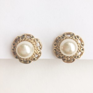 """AVON"" Antiqued Goldtone Pearlesque earring[e-1214] ヴィンテージイヤリング"