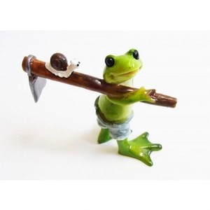 ミニ樹脂オブジェ ポタジェのカエル 鍬担ぎwithカタツムリ kkksb-1611