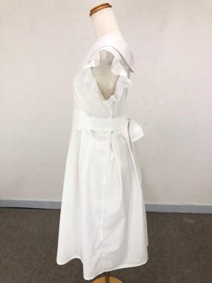 ハイウエストのバックリボンとオフホワイトが清楚な可愛さを演出する ミモレ丈の袖フリル丸襟ワンピース。一点もの プリーツ フレア T/C  通勤 通学