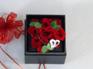 紅い薔薇のボックスアレンジ(黒)