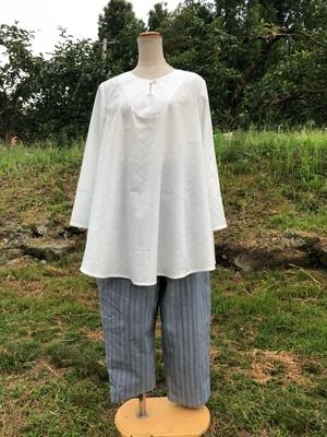 綿白の刺繍入りチュニックブラウス
