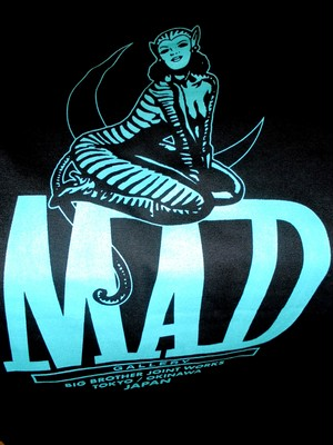 "MAD GALLERY / "" BIG BROTHER JOINT TEE """