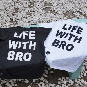 DOGGY BRO.「LIFE  WITH BRO.」Tシャツ