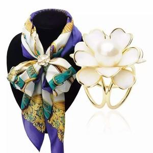 白いお花のスカーフクリップ ホワイト&ゴールド スカーフ留め ブローチ リングタイプ