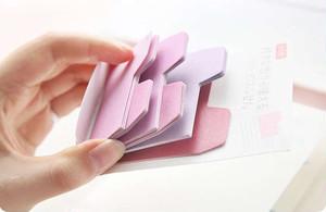 書類の束の目印に最適、色付き見出しを付けられる付箋。3色セット。はがすのも簡単。 インデックス 見出し 付箋 書類 ファイル 目印 カラー 色 多色 かわいい 実用 ノート 手帳 仕分け メモ  オフィス デスク スッキリ