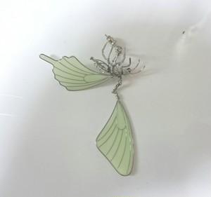 蝶の死骸 蓄光ピアス