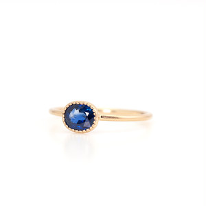 Bicolor sapphire ring / Oval milgrain