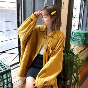 スモーキーカラー・バルーンスリーブの厚手コーデュロイシャツ
