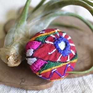 インドのアンティーク・ミラーワーク刺繍ブローチ【D】