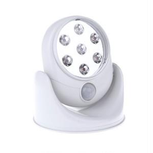 予約 7LEDセンサーライト 360度回転 電池式 玄関 トイレ 廊下 クローゼット 階段 室内 省エネ 自動点灯 自動消灯 ナイトライト フットライト 足元 明るい 照明 電気 工事不要 cw-a-1359