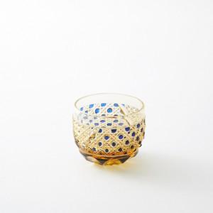 海外土産 記念品 琥珀色瑠璃被せクリスタルぐい吞 麻の葉