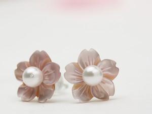 ピンクシェルの桜のピアス