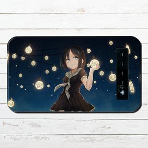 #080-074 モバイルバッテリー おすすめ iPhone Android かわいい おしゃれ 男性 向け 女の子 イラスト スマホ 充電器 タイトル:電球と少女 パターン2 作:星宮あき