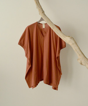 O project  WIDE FIT V NECK TEE  CORAL