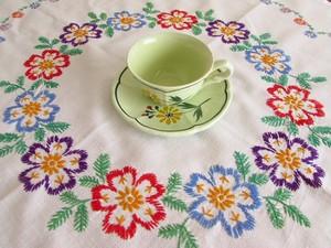 【お花のリング】色とりどりのお花の手刺繍 テーブルクロス /ドイツ・ヴィンテージ