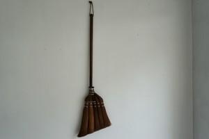 棕櫚ほうき  焼檜柄   短