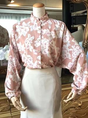 【ピンクと白いお花のブラウス】 ボタン 着やすい