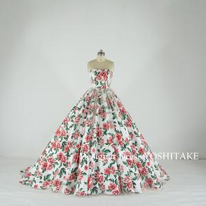 緑とピンクの花柄に薄いベージュがかかったチュールのドレス(パニエ無料)