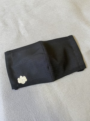 フォーマルな黒い絽に五三桐紋の着物リメイクマスクMサイズ☆プロの縫製技術者が作るハンドメイド立体マスク
