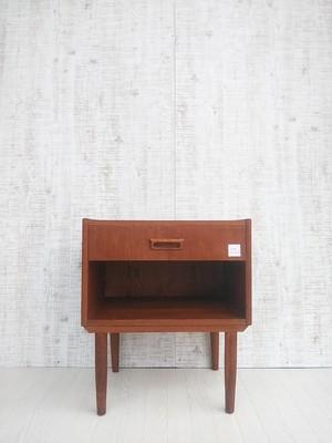 北欧ビンテージ・スウェーデン製オーク材サイドチェスト no.630