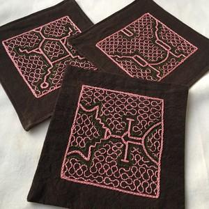 アマゾン泥染め手刺繍ピンクコースター
