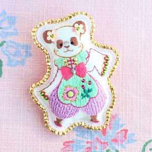 「パンダの花花(ファファ)」刺繍ブローチ